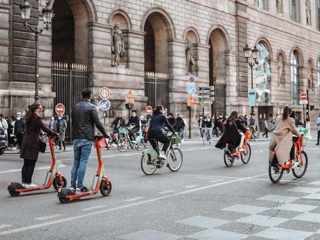 Paris by bike - bike lanes in Paris making it easy to participate to Paris bike tours