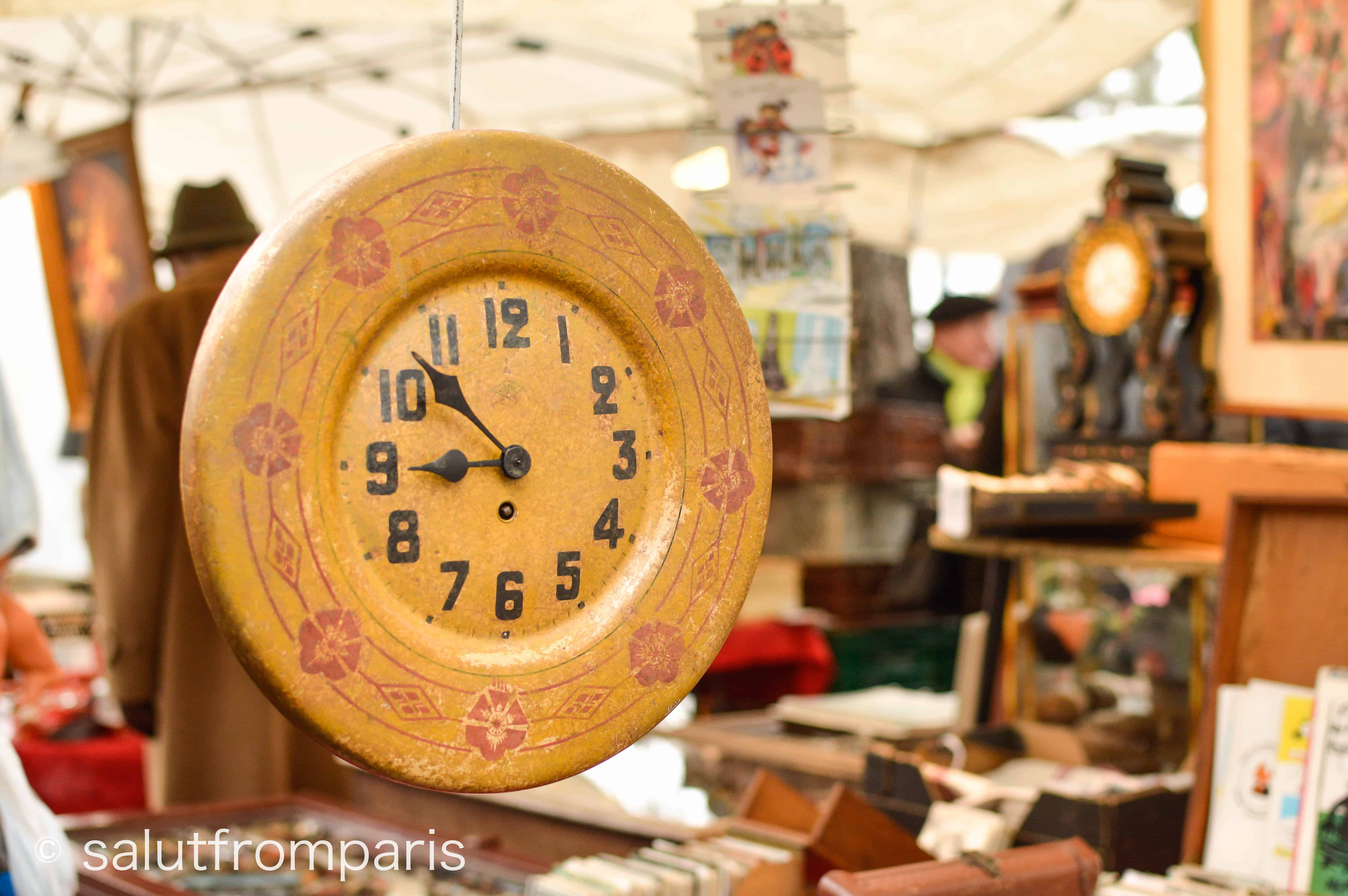 porte de vanves flea market - find trinkets and presents as souvenirs from your Paris trip