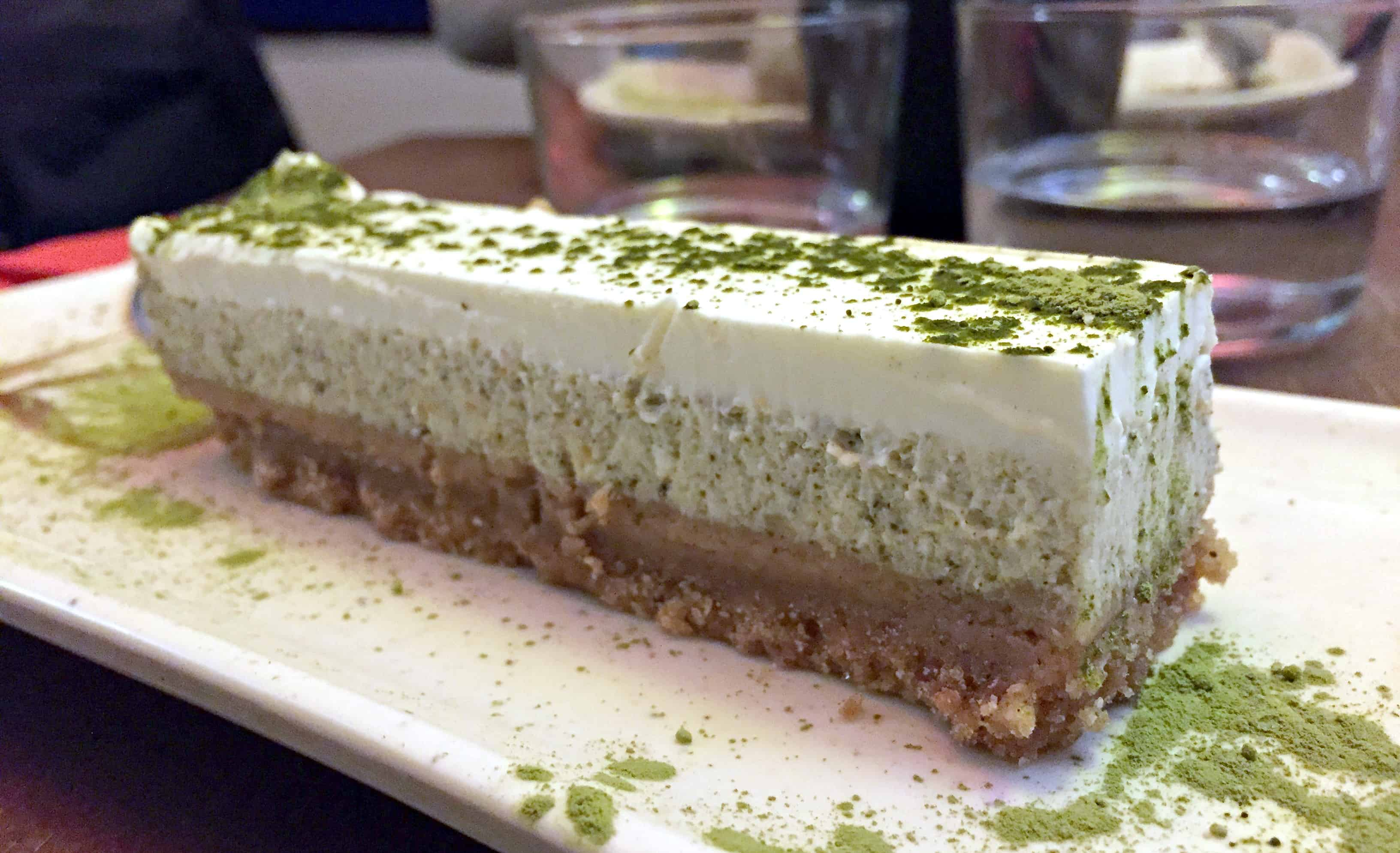 japanese restaurant in Paris - great desert with a japanese touch: Cheesecake with green tea on a specoloos dough.