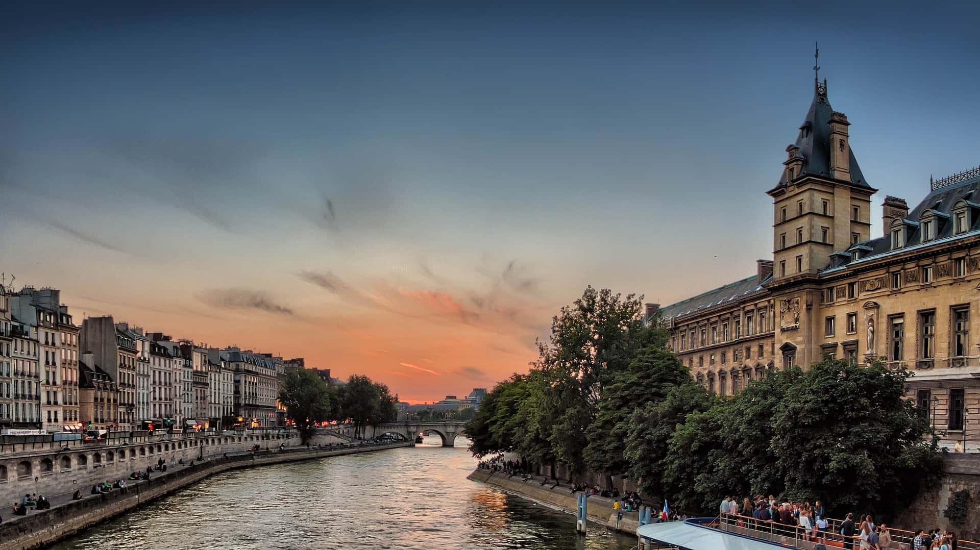 Paris itinerary 4 days - don't forget to plan some time for a stroll along the Seine, the Marais and the Quartier Latin