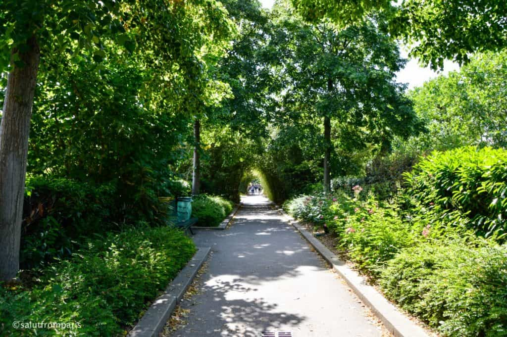 visit an alternativ Paris and take a walk on the coulée verte - high line paris