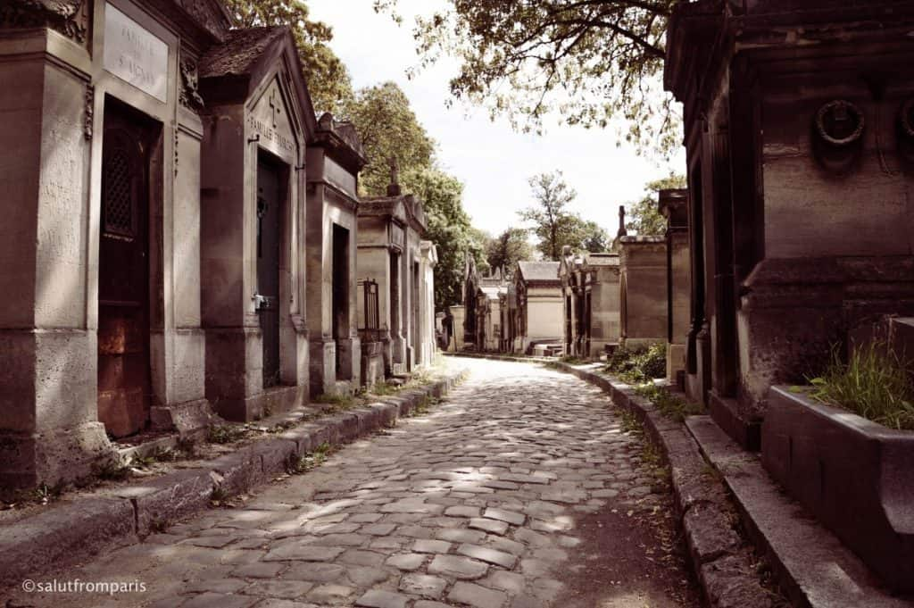 Père Lachaise Cemetry - a atmospheric new years day walk in Paris