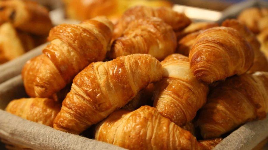 food guide paris: what to eat in Paris? There is one item that can't be missing in any Paris food guide: Croissants!