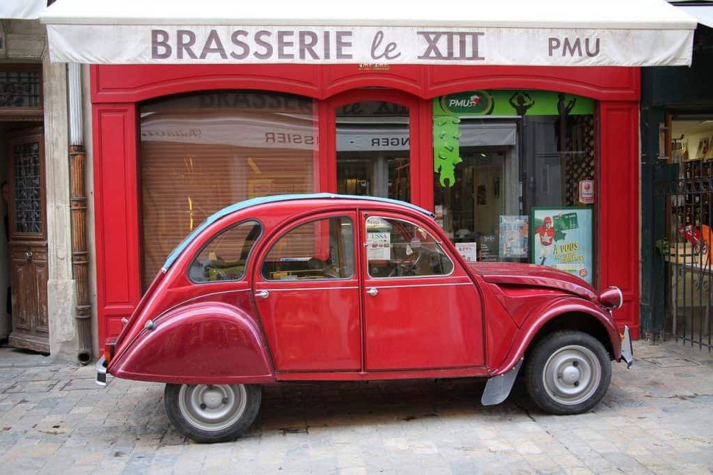 One of the best activities in Paris on Valentine's day - taking a sightseeing tour in a vintage car!