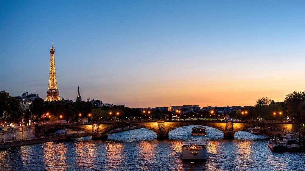 See the lights of the Eiffel Tower via webcam - Paris during Covid-19