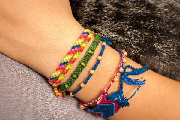 Friendship Bracelet Scam in Paris - an easy tourist trap in Paris and you should not fall for this scam in Paris