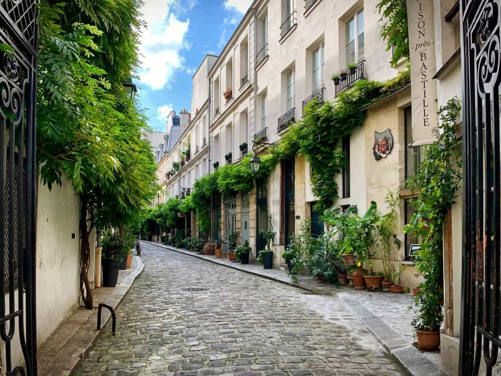 Cour Damoye near Bastille