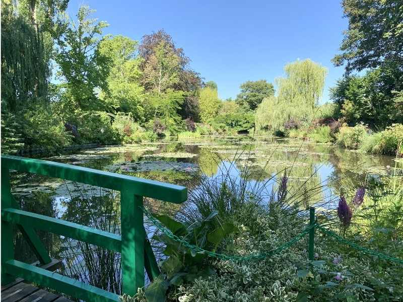 visit Giverny from Paris - great day trip from Paris to discover the French countryside