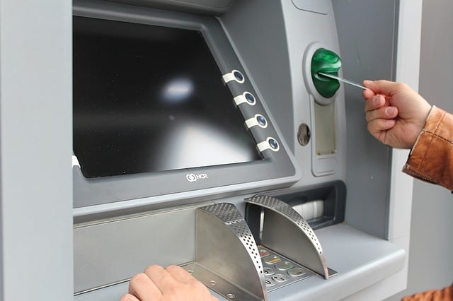 where to withdraw money in France