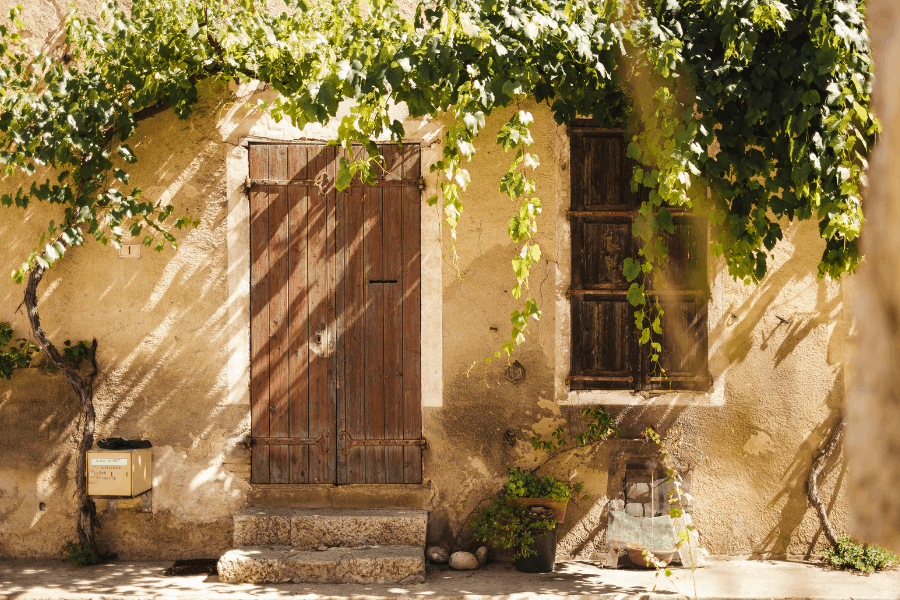 Take the train from Paris to Aix en Provence and spend one of the loveliest weekend trips from Paris
